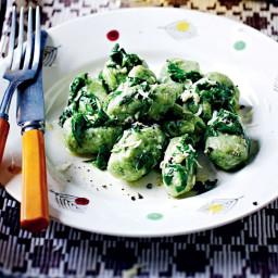 Garlic and spinach gnocchi with lemon and pecorino