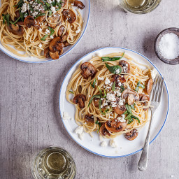 Garlic butter mushroom and spinach spaghetti