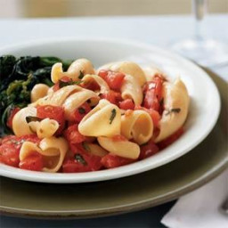 Garlicky Pasta with Fresh Tomatoes and Basil