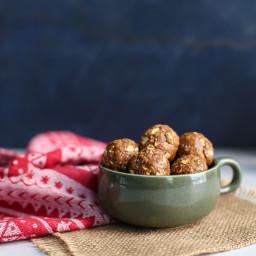 Gingerbread Oat Energy Balls [gluten-free, vegan-friendly]