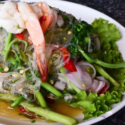 Glass Noodle Salad with Shrimp And Mango