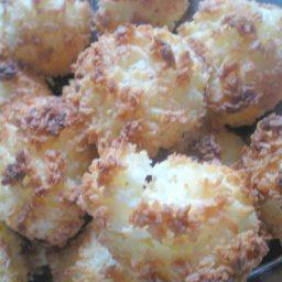 gluten-free-coconut-macaroons-2.jpg