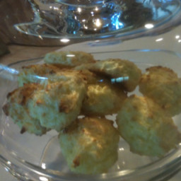 gluten-free-coconut-macaroons-3.jpg