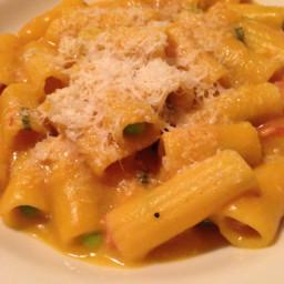 gluten-free-pasta-with-pumpkin-sauc.jpg