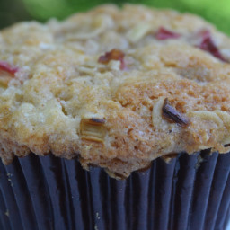 {Gluten-Free} Rhubarb Muffins with Oat Crumble
