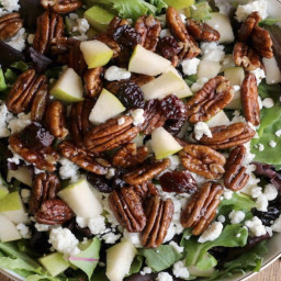 Goat cheese, pears, candies pecans & balsamic glaze salad