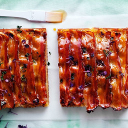 Goat's cheese and maple bacon slice