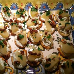 gorgonzola-pear-toasts.jpg