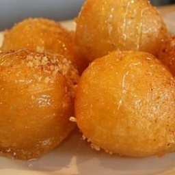 greek-honey-puffs-loukoumades-2.jpg