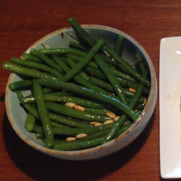 green-beans-with-pine-nuts.jpg