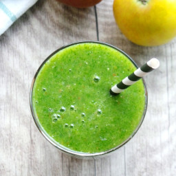 Green Smoothie With Kiwi and Apples