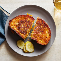Grilled Cheddar Cheese Sandwiches with Pickles