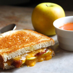 Grilled Cheese Sandwiches with Green Apples and Bacon