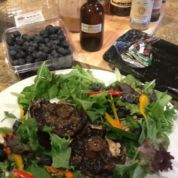 GRILLED PORTOBELLO MUSHROOM WITH VINAIGRETTE SALAD