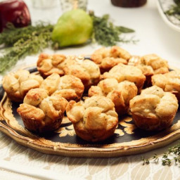 Gruyere and Thyme Rolls