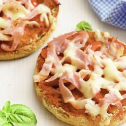 Ham and capsicum muffin pizzas