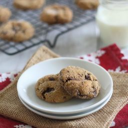 Health(ier) chocolate chunk molasses gingerbread cookies
