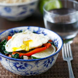Healthy Rice Bowl with Kale, Red Pepper and Egg