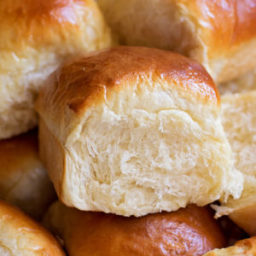 heavenly-dinner-rolls-1988064.jpg
