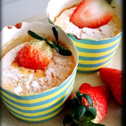 Hokkaido chiffon cupcakes with vanilla custard cream