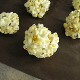 holiday-gift-idea-popcorn-balls-1756247.jpg