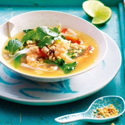 Hot and sour noodle soup with minced chicken