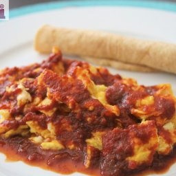 Huevos colorados (Scrambled eggs in red-chile sauce)