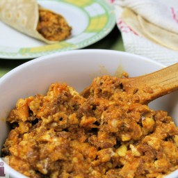 Huevos con chorizo - Scrambled eggs with Chorizo