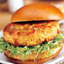 <img class=aligncenter size-full wp-image-7311 alt=1crab-burger src=ht
