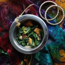 indian-potatoes-with-spinach-2.jpg