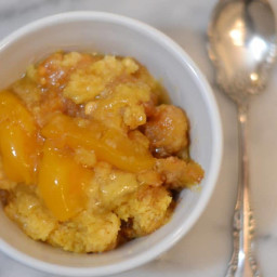 Instant Pot Peaches & Cream Dump Cake