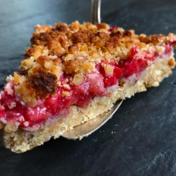 Keto Strawberry Rhubarb Crumble