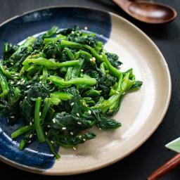 Korean-style sesame spinach salad (sigeumchi namul)