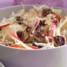 Křupavý celerový salát s fenyklem, jablky a ořechy