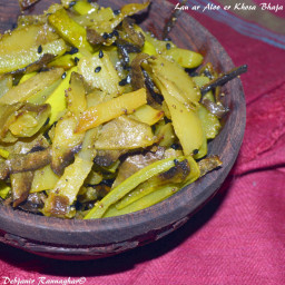 Lau ar Aloo er Khosa Bhaja | Stir-Fried Bottle Gourd and Potato Skin/ Peel