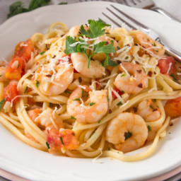 Linguini With Garlicky Shrimp and Fresh Tomatoes