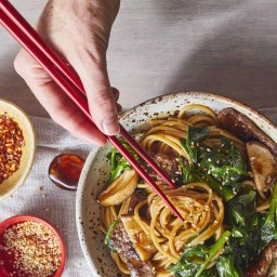 Long-Life Noodles with Beef and Chinese Broccoli