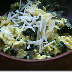Low Calorie Scrambled Eggs with Kale