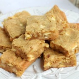 Macadamia Nut Blondies