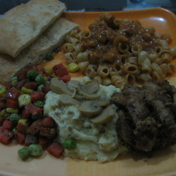 mac'n cheese, grilled chcken, mash potato in mushroom gravy and butterd veg