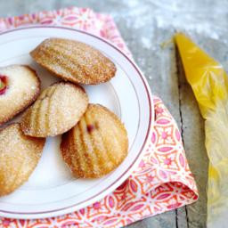 Madeleines with lemon curd