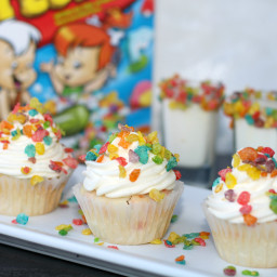 Marshmallow Fruity Pebbles Cupcakes