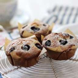 Marzipan berry cakes