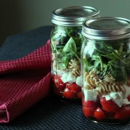 Mason Jar Salad Recipe: Fresh Mozzarella, Tomato, Pasta, and Spinach