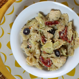 Mediterranean Pasta with Feta Cheese Sauce