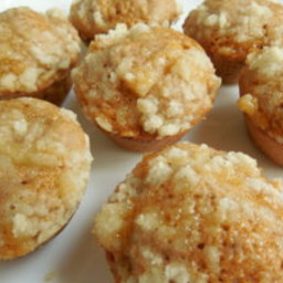 Mini apple crumble muffins