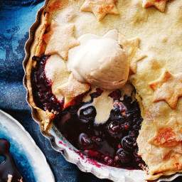Mulled cherry pie with ice cream