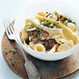 Mushroom, brie and thyme pasta