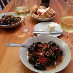 Mussels in Sherry and Tomato Sauce