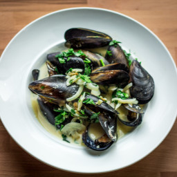 Mussels in White Wine Sauce (Moules Marinieres)